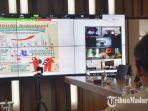 wali-kota-kediri-abdullah-abu-bakar-saat-melakukan-koordinasi-melalui-video-conference.jpg