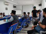 warga-bangkalan-melakukan-audiensi-ke-kantor-unit-pelaksana-pelayanan-pelanggan-up3-pln.jpg