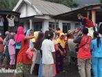 warga-dusun-sumbersari-desa-supiturang-kecamatan-pronojiwo-lumajang-mendapat-bantuan.jpg