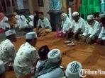 warga-menghadiri-acara-doa-bersama-di-balai-desa-bunder.jpg