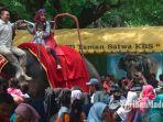 warga-menikmati-liburan-di-kebun-binatang-surabaya-kbs-selasa-112019.jpg