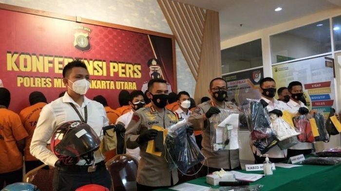 Keluarga Debt Collector yang Adang Anggota TNI Nangis Histeris 'Ini Bukan Kasus Pembunuhan!'