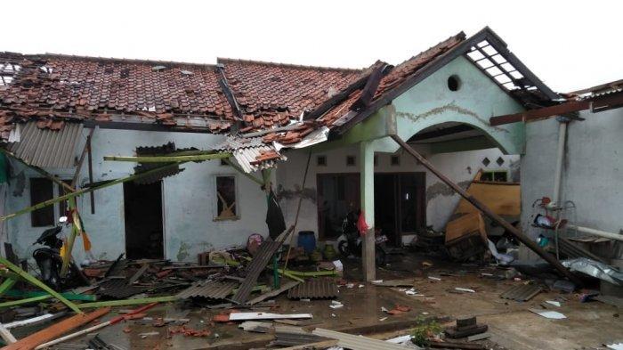 Ratusan Rumah Rusak Diterjang Puting Beliung di Rancaekek Bandung! Lihat Kondisi Rumah Ini