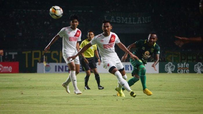 Gaji Hanya 25 Persen, Kapten PSM Zulkilfi Syukur & Pelatih Persib Bandung Robert Alberts Bilang Ini?