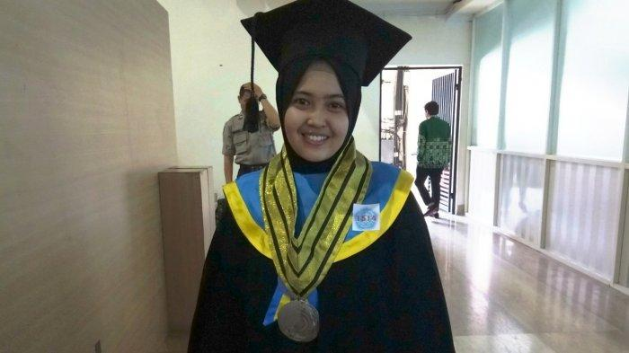 Wisudawati Terbaik Unismuh Makassar, Yuni Lestari, Raih IPK 3,99! Ternyata Begini Kesehariannya