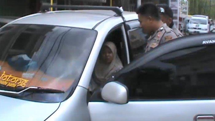 Wanita dalam Mobil 'Goyang' Adalah Berstatus Mahasiswi Salah Satu Perguruan Tinggi di Kota Makassar - 22112018_mesum.jpg