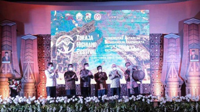 Abdul Hayat Gani Puji Pertemuan Industri Jasa Keuangan di Toraja Utara - abdul-hayat-menghadiri-acara-pertemuan-tahunan-industri-jasa-keuangan-1.jpg
