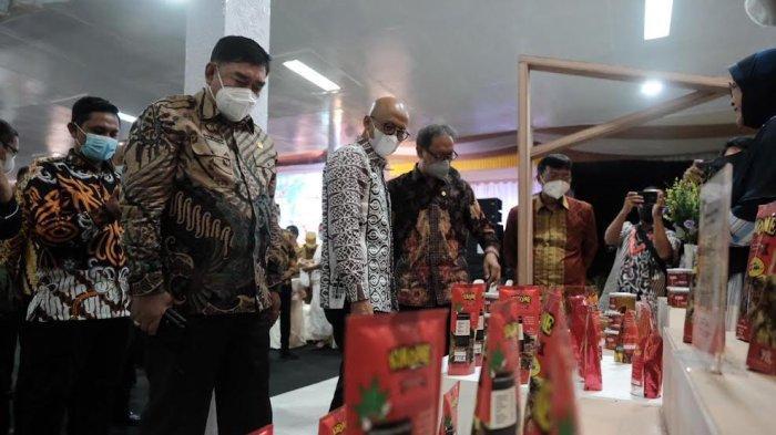 Abdul Hayat Gani Puji Pertemuan Industri Jasa Keuangan di Toraja Utara - abdul-hayat-menghadiri-acara-pertemuan-tahunan-industri-jasa-keuangan-di-toraja-utara-2.jpg