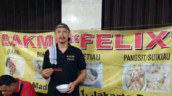 Kalah Telak saat Debat dengan Ustaz Felix Siauw, Abu Janda Kini Jualan Bakmi dan Dituding Baper