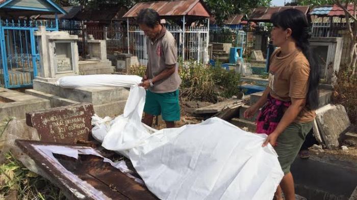 Ritual Ma'nene, Tradisi Unik Mengganti Baju Mayat di Toraja - adat-toraja_20160822_201645.jpg