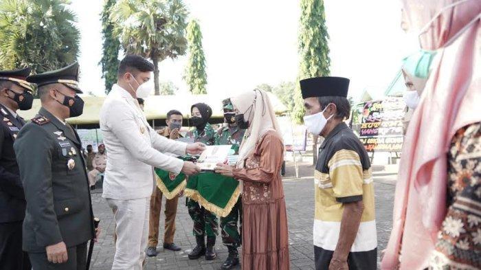 FOTO; Peringatan HUT ke 76 TNI di Gowa - adnan-purichta-ichsan-bersama-letkol-inf-prasetyo-ari-wibowo-memperingati-hut-ke-76-tni-2.jpg