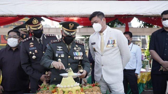 FOTO; Peringatan HUT ke 76 TNI di Gowa - adnan-purichta-ichsan-bersama-letkol-inf-prasetyo-ari-wibowo-memperingati-hut-ke-76-tni-3.jpg