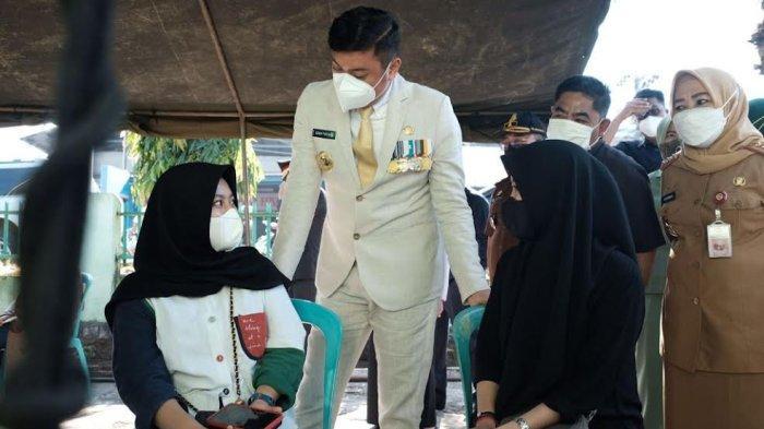 FOTO; Peringatan HUT ke 76 TNI di Gowa - adnan-purichta-ichsan-bersama-letkol-inf-prasetyo-ari-wibowo-memperingati-hut-ke-76-tni-5.jpg