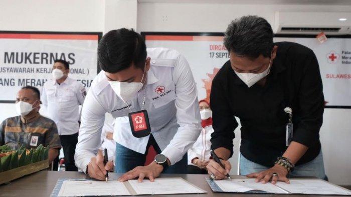 FOTO; Lindungi Relawan, PMI Sulsel MoU dengan BPJS Ketenagakerjaan - adnan-purichta-ichsan-melakukan-penandatanganan-mou-bersama-bpjs-ketenagakerjaan-3.jpg