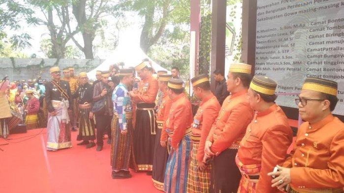 Bupati Gowa Anugerahi Pin Emas untuk Camat Berprestasi