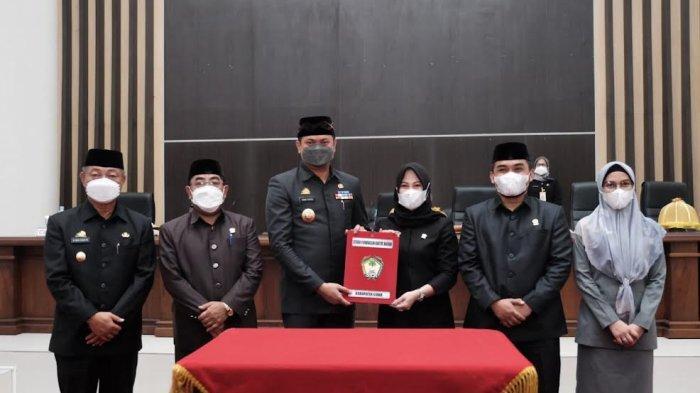 Foto; Pemkab Gowa Serahkan 3 Ranperda ke DPRD - adnan-purichta-ichsan-menyerahkan-tiga-ranperda-saat-rapat-paripurna-dprd-gowa-4.jpg