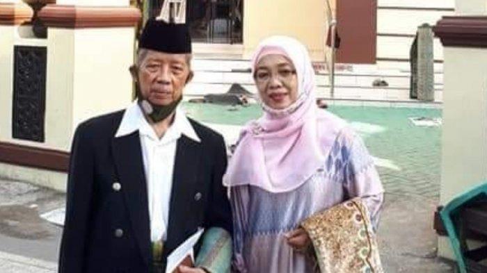 AGH Najamuddin bersama istri, Dra Faridah Rahman MA