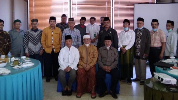 AGH Najamuddin (kiri, duduk depan) usai rapat dewan Syuriah NU Sulsel di RM Ulu Juku Makassar, Selasa (25/5/2021) siang.