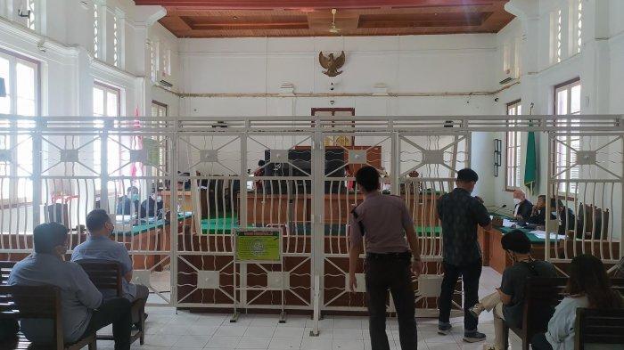 Agung Sucipto selaku terdakwa penyuap Gubernur Sulsel, Nurdin Abdullah (NA), menjalani sidang keempat, agenda pemeriksaan saksi ketiga, di Ruang Sidang Utama, Prof Harifin A. Tumpa, Pengadilan Negeri Makassar, Kamis (1062021)