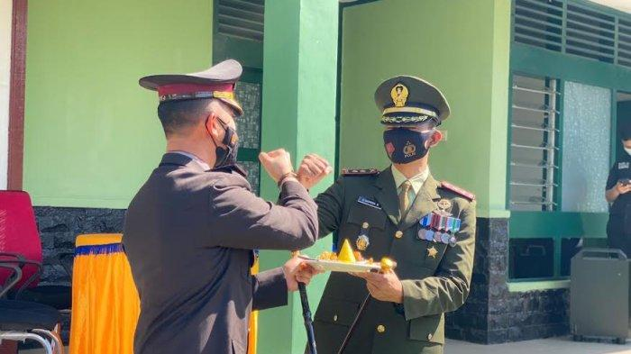 HUT TNI, Kapolres Enrekang Bawa Kue Ulang Tahun dan Tumpeng ke Markas Kodim