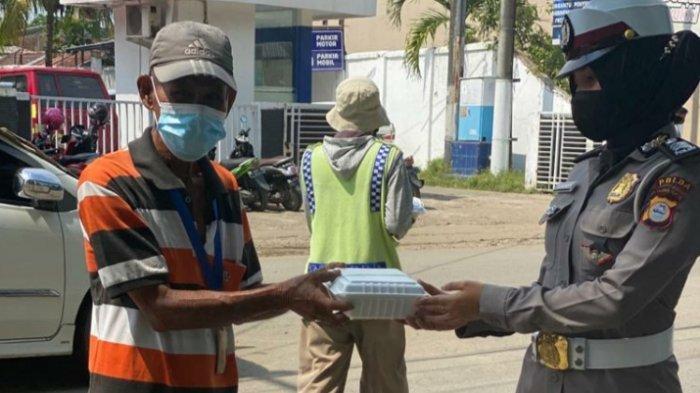Peduli Dhuafa, Samsat Makassar Berbagi Paket Makanan dan Alat Tulis ke Anak Yatim Piatu