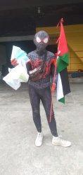 Aksinya Viral di Medsos, Spiderman Black Jalan Kaki Pinrang ke Makassar Galang Dana untuk Palestina