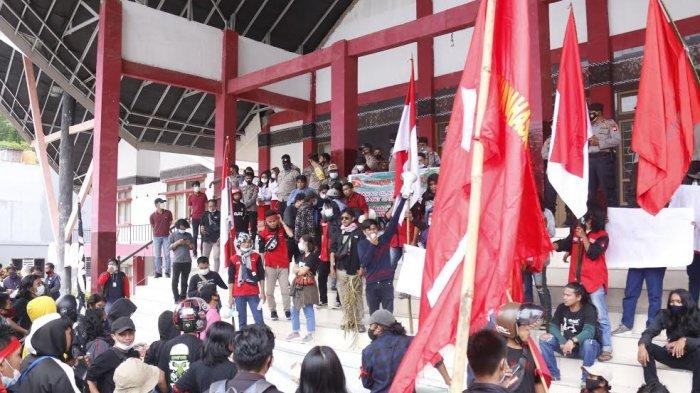 HUT Mamasa, Berikut Tuntutan Mahasiswa Saat Aksi Unjuk Rasa di DPRD