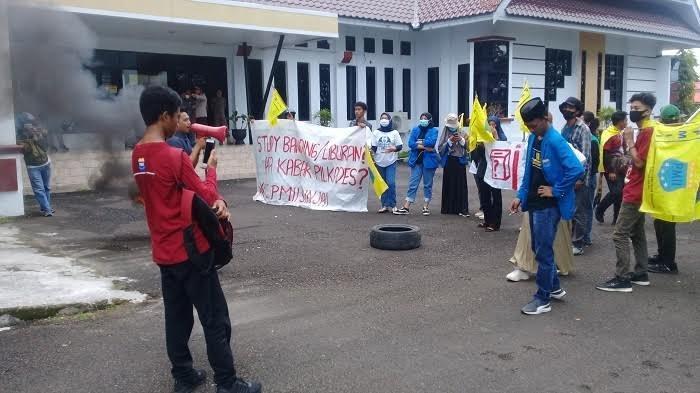 Tak Lagi Perpanjang Kasusnya dengan Kades, Aktivis PMII Pilih Cabut Laporannya di Polres Sinjai