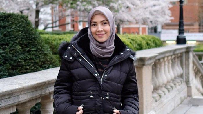 TRIBUNWIKI: Selalu Tampil dengan Outfit Hijab Menarik dan Menginspirasi, Berikut Profil Ratna Galih