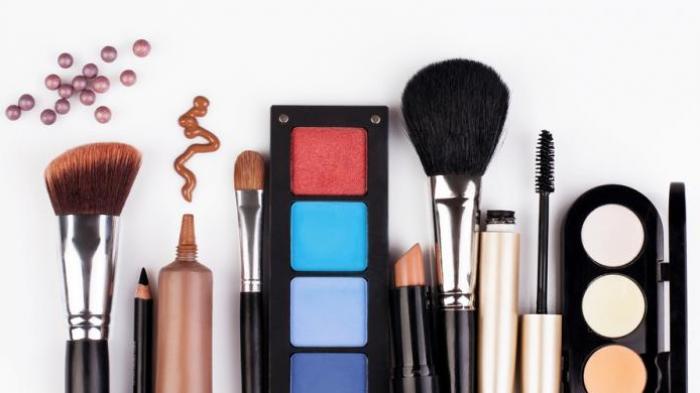 Ingin Makeup Awet Seharian Saat Besilaturahmi? Ini Triknya