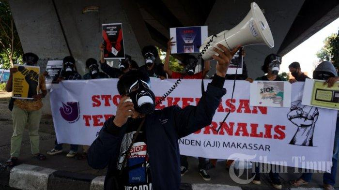 FOTO: Topeng Hitam Putih AJI Makassar