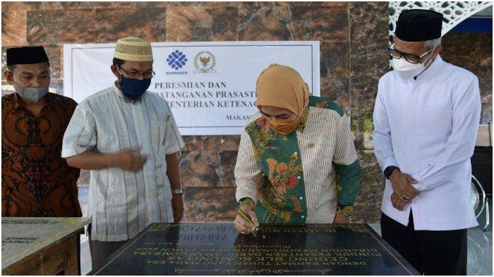 Bertepatan Hari Kartini, Anggota DPR Aliyah Mustika Iham Resmikan BLK Pondok Pesantren