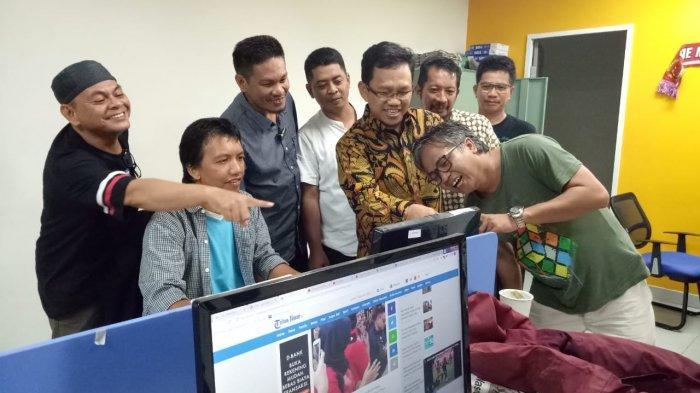 Tengah Malam, Legislator PPP DPR RI Amir Uskara Silaturahmi ke Tribun Timur