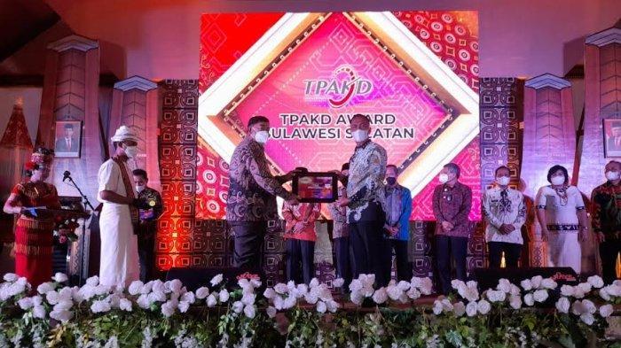 Pemkab Wajo Raih Penghargaan TPAKD Award 2021