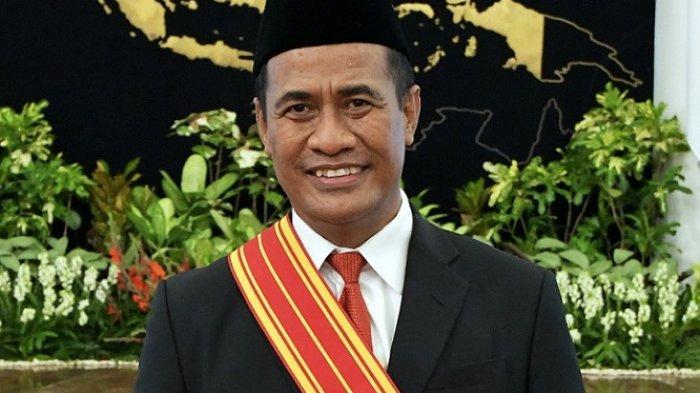 Mantan Menteri Pertanian, Andi Amran Sulaiman resmi menerima penghargaan Bintang Mahaputra Adipradana langsung dari Presiden Joko Widodo (Jokowi) di Istana Negara, Rabu (11/11/2020).