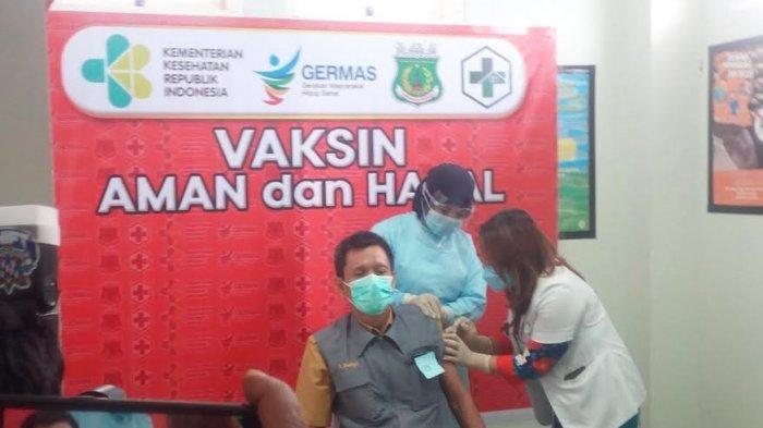 Enam Orang Batal Termasuk Bupati, Sekda Andi Budaya Jadi Orang Pertama Suntik Vaksin di Pinrang