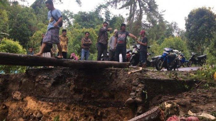 Tinjau Langsung Jembatan Tamaona yang Roboh, Edy Manaf Minta PUPR Bulukumba Segera Perbaiki