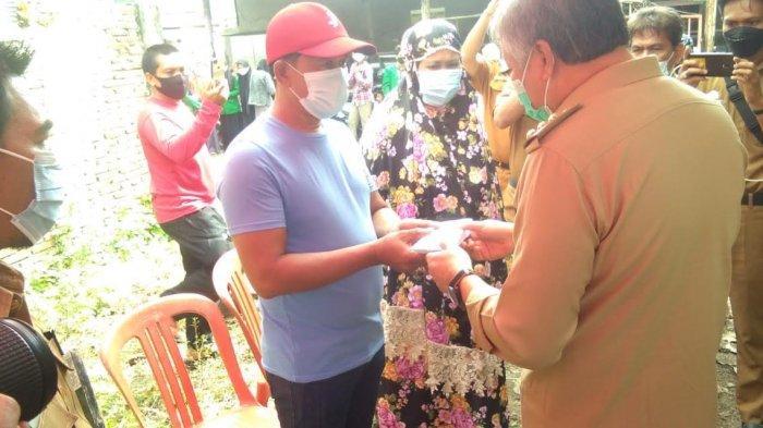 Dua Korban Kebakaran di Jalan Bangau Terima Santunan dari Bupati Pinrang