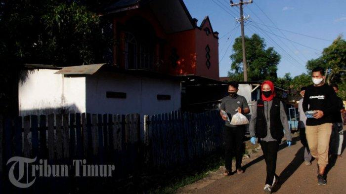FOTO: Andi Nirawati Bagikan 15 Ribu Paket Sembako ke Warga Labakkang Pangkep - andi-nirawati-membagikan-paket-sembako-kepada-warga-di-kecamatan-labakkang-4.jpg
