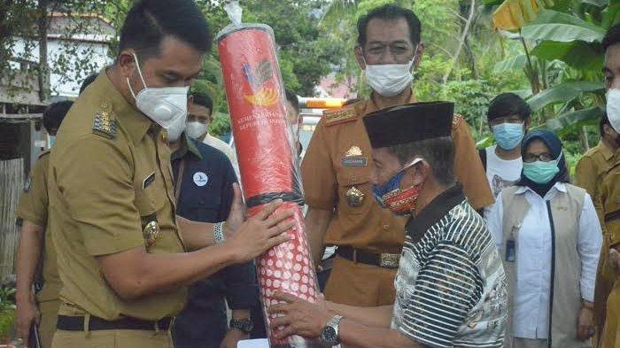 Bupati Sinjai Salurkan Bantuan Pemprov Sulsel ke Korban Banjir