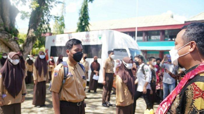 Plt Gubernur Sulsel Andi Sudirman Sulaiman Tinjau Vaksinasi di SMAN 1 Pinrang