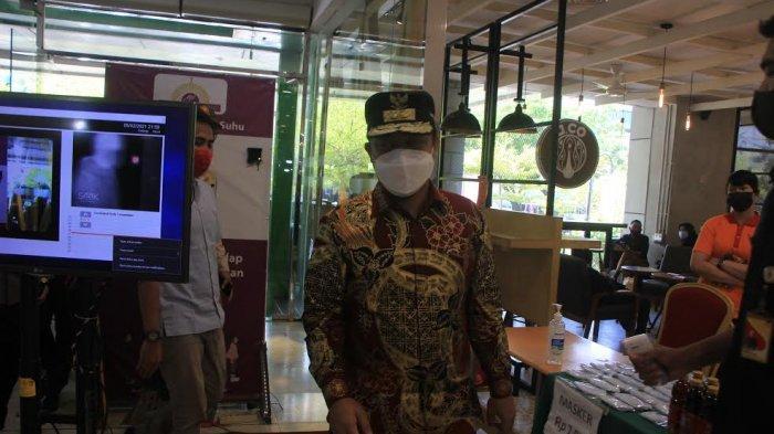 FOTO; Cegah Kerumunan, Plt Gubernur Sulsel Pantau Langsung Mall Panakkukang - andi-sudirman-salaiman-bersama-unsur-forkopimda-melakukan-kunjungan-ke-mall-panakkukang-4.jpg