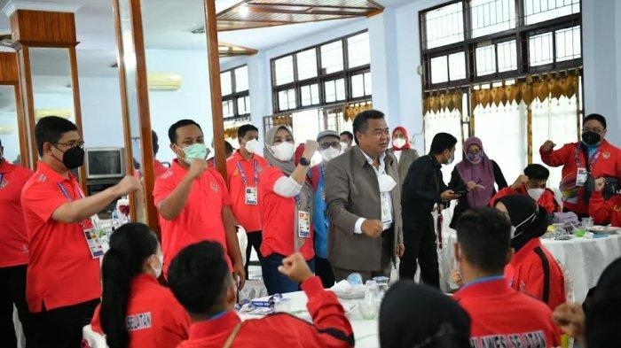 Jelang Pembukaan PON XX Papua, Andi Sudirman Sulaiman Semangati Atlet di Posko Kontingen Sulsel