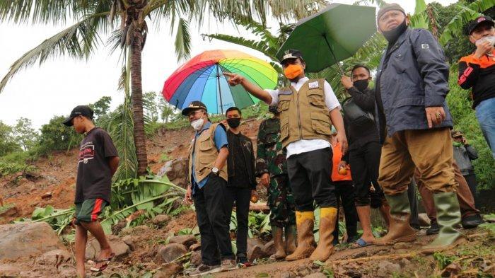 Di Tengah Hujan dan Jalan Berlumpur, Wagub Sulsel Tinjau Lokasi Longsor di Jeneponto