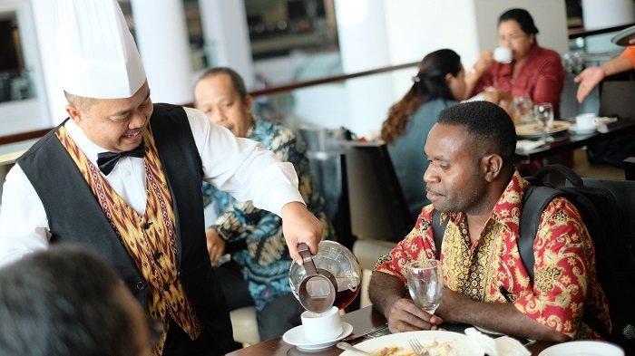 Claro Makassar No Rasis, Anggiat: Layani Pelanggan dengan Hati Tulus