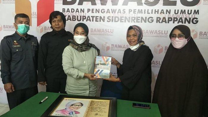Persiapan Hadapi Pemilu 2024, Ratna Dewi Pettalolo Tinjau Kondisi Bawaslu Sidrap