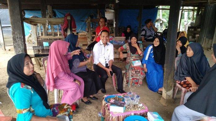 Warga Desa Uraiang Wajo Minta Andi Gusti Makkarodda Fasilitasi Pelatihan Pertenunan