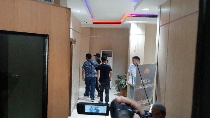 BREAKING NEWS: Anggota DPRD Makassar Rahmat Taqwa 'Bebas' dari Polrestabes, Ada Apa?