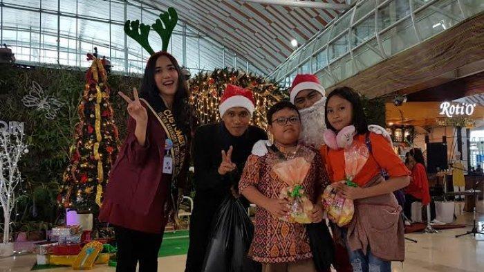 Natal, Angkasa Pura I Bagi-bagi Bingkisan untuk Calon Penumpang