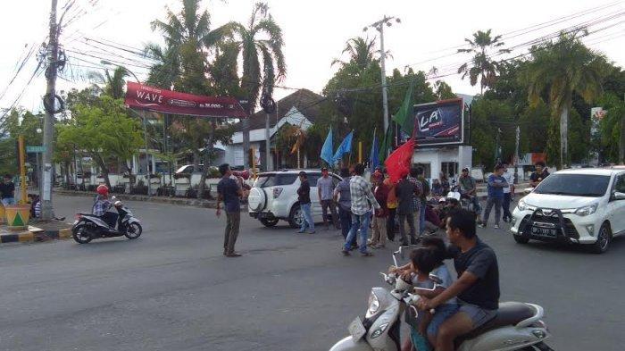 Ratusan Polisi Jaga Puluhan Pendemo Tolak UU Cipta Kerja di Palopo